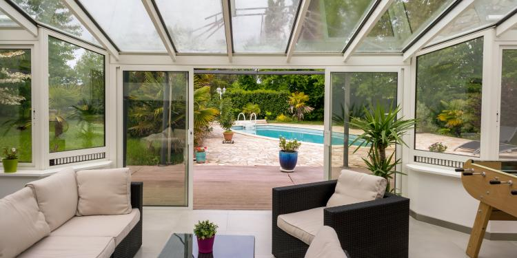 choisir une v randa toit plate cot le guide pour choisir sa v randa. Black Bedroom Furniture Sets. Home Design Ideas